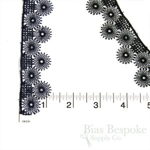 "1 1/8"" Wide Delicate Webbed Rigid Circle Lace"